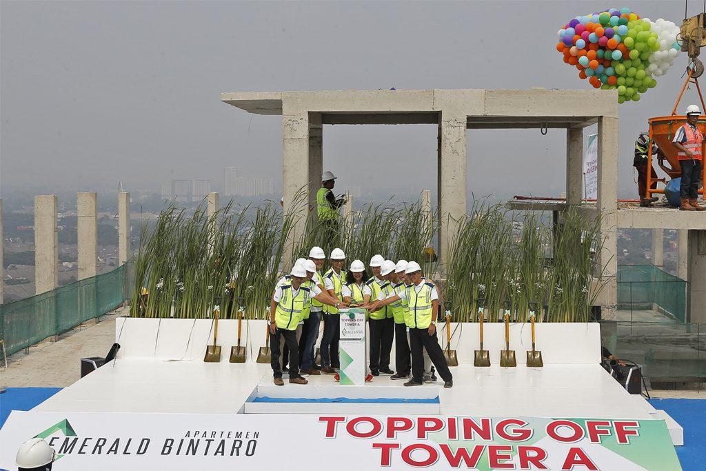 Topping Off Tower A Apartemen Emerald Bintaro