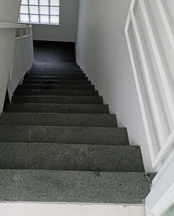 tangga minimalis batu alam